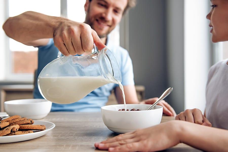 Бруцеллез: почему нельзя покупать мясо и молоко с рук