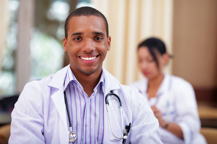 Медики – иностранцы получат гражданство в ускоренном порядке