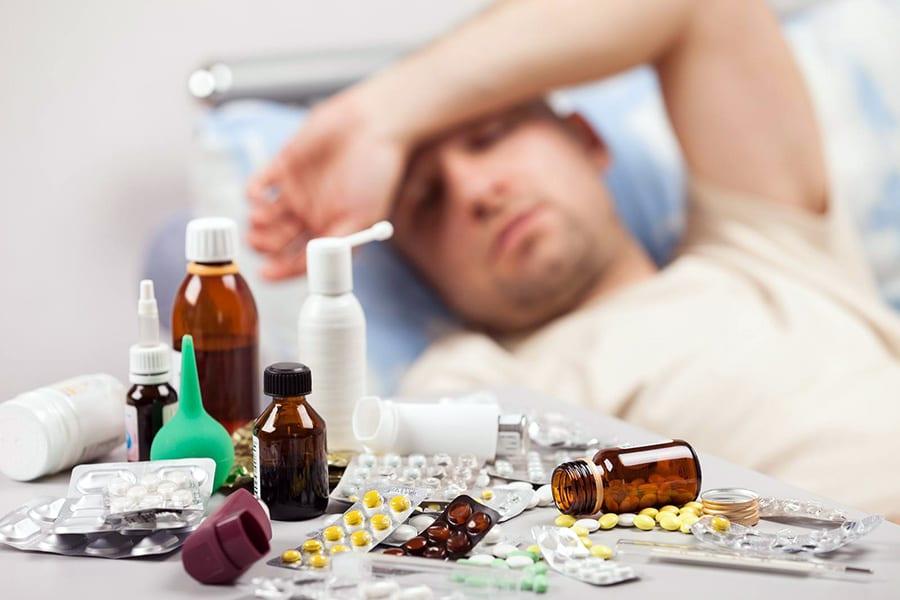 Льготников призвали не заменять бесплатные лекарства денежной компенсацией
