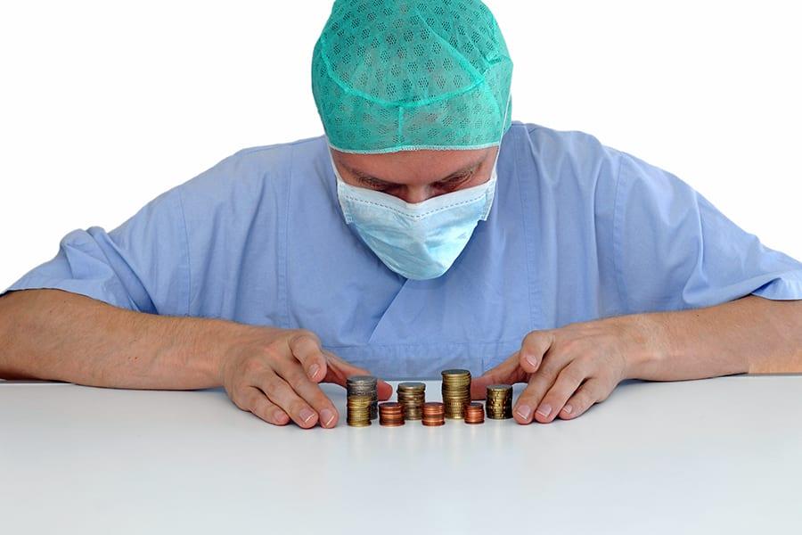 Медики будут получать доплаты. Откуда деньги?