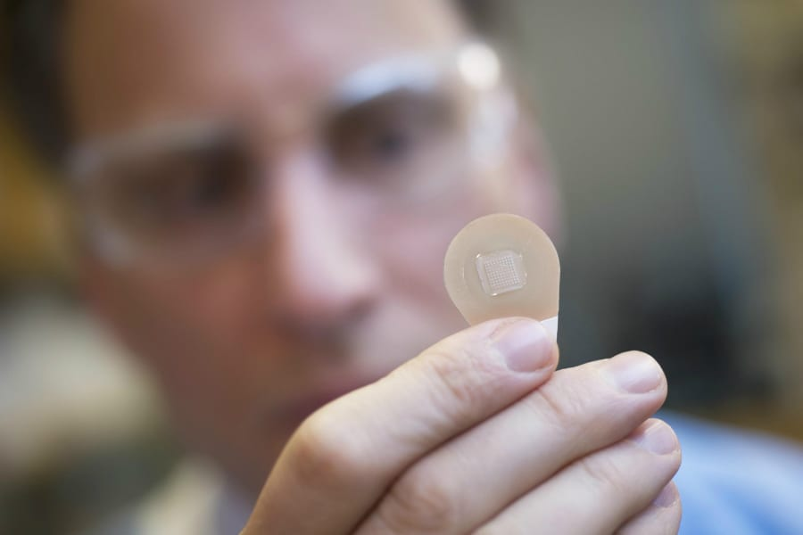 Ученые разработали пластырь, содержащий лекарство от меланомы