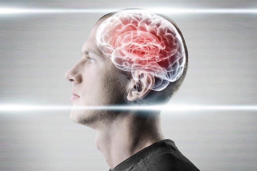 Эксперт-онколог назвал первые признаки опухолей мозга