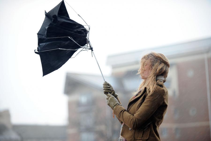 Ветер и влага связаны с  болями при хронических заболеваниях