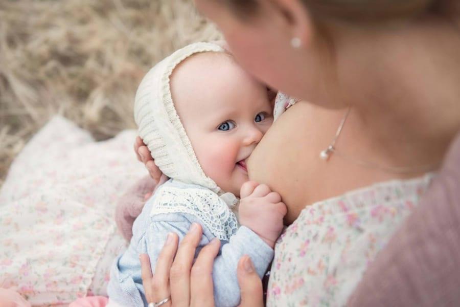 Враги малышей — кесарево сечение и искусственное питание