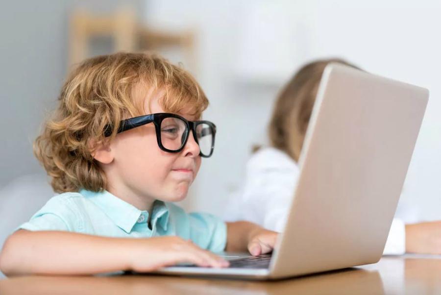 Психологи дали 5 советов для родителей подростков-игроманов