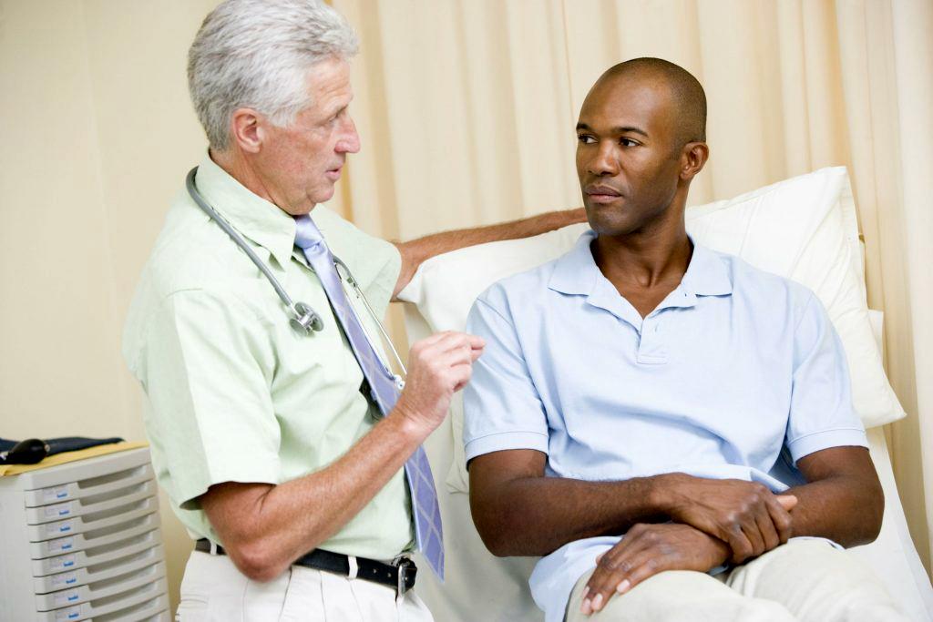 Скандал: ученые выявили, что английские врачи выписывают лекарства от деменции с учетом расовых признаков