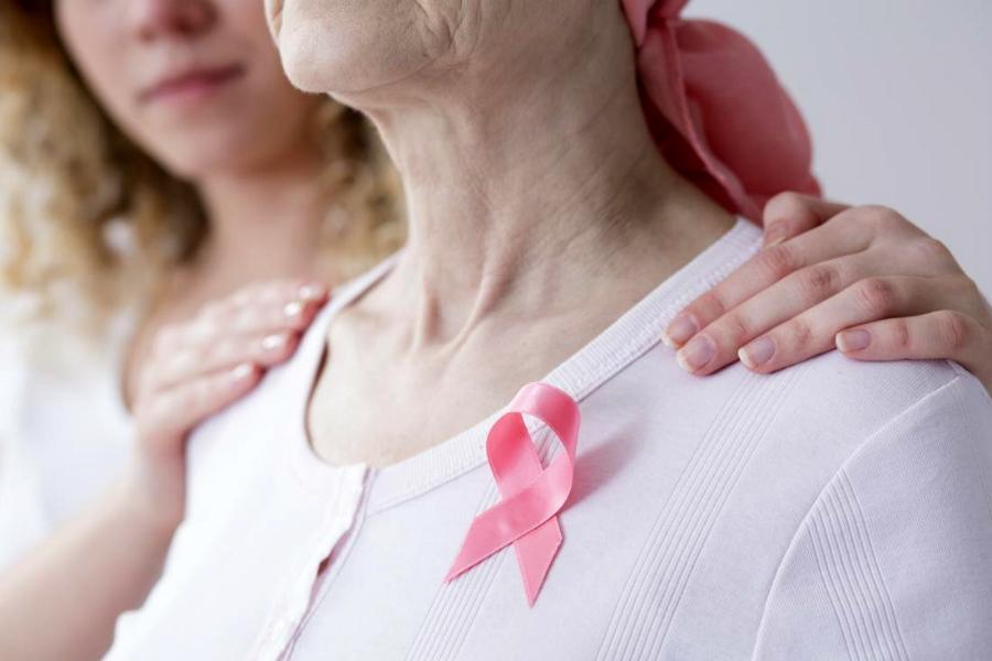 Болезненное уплотнение в груди – это рак?