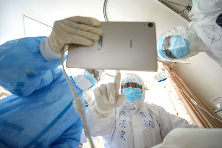 На помощь в борьбе с пандемией коронавируса приходят роботы и искусственный интеллект