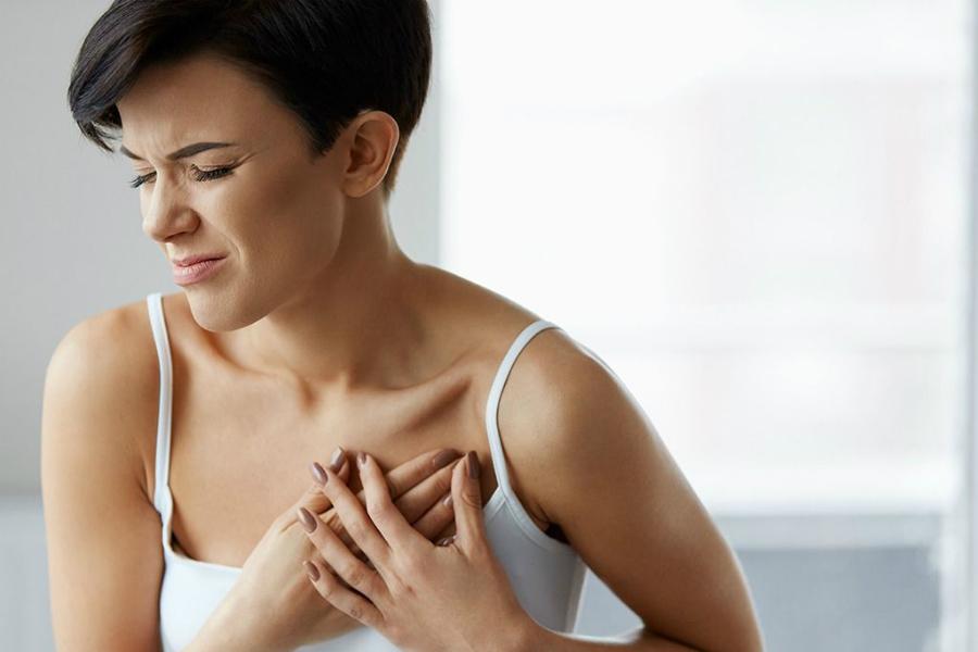 Жжение в груди, отек и покраснение молочных желез – симптомы опасных заболеваний