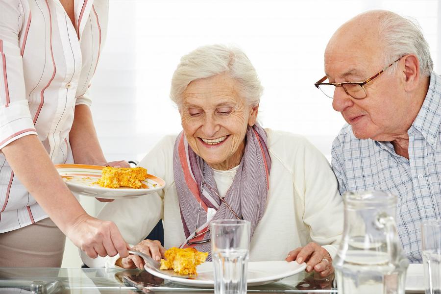 Мясо, рафинированные закуски и углеводистая пища провоцируют возрастную деменцию