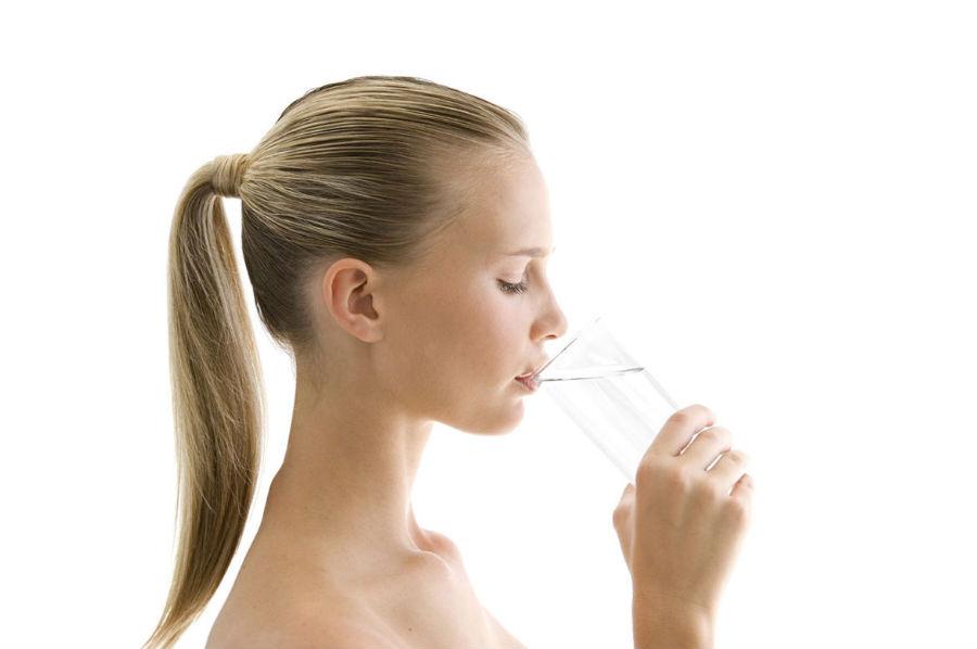 Употребление большого количества воды при снижении лейкоцитов в моче