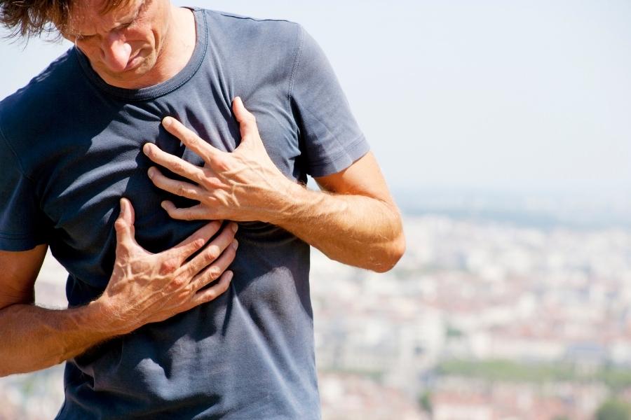 Острая боль в груди — при каких заболеваниях болит грудь